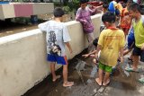 Banjir di Kemayoran jadi tontonan warga