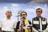 Pemerintah RI menghentikan sementara bebas visa WN China untuk cegah corona