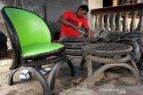 Kerajinan kursi berbahan ban bekas