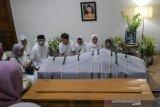 Bibir jenazah Gus Sholah menyunggingkan senyum, kata Hidayat Nur Wahid