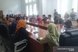 Puluhan pedagang Pasar Kolaka mengadu ke DPRD