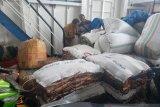 Cegah ikan kering berformalin, Pemkab Manggarai Barat sidak di kapal