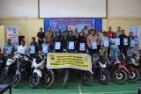 Polres Jayawijaya serahkan 15 motor curian hasil razia kepada pemiliknya