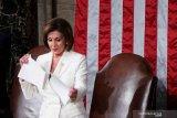 Naskah pidato dirobek, Trump tolak salaman dengan Nancy Pelosi