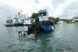 PT Pelindo IV Makassar perkenalkan kapal angkut sampah laut