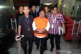 KPK tahan Bupati Bengkalis Amril Mukminin setelah sebelumnya ditetapkan sebagai tersangka