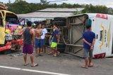 Siswa SD meninggal dalam tabrakan bus sekolah dan truk
