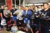 Tempat pembuatan ganja sintetis di Surabaya digebrek polisi