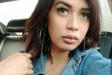 Diduga jatuh dari apartemen, putri Karen Pooroe meninggal dunia