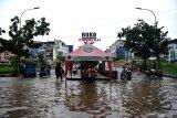 Berita Sabtu, dari pencuri kotak amal hingga Jakarta disambangi banjir