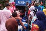 BPBD Pasaman Barat salurkan air bersih dan makanan bagi korban banjir