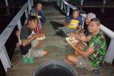 TNI AL selamatkan 10 nelayan dua bulan terombang-ambing di Laut Kumai