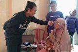 Amartha bagikan 200 kacamata gratis bagi warga Kuranji Padang