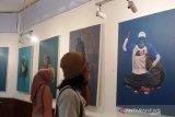 Kegelisahan mahasiswa UNP terhadap sampah plastik tertuang dalam karya lukis