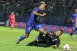 Arema tumbangkan Sabah FA 2-0