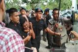 Polisi amankan dua orang yang diduga buat onar di lokasi kongres Partai PAN