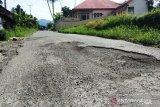 Jalan provinsi di Tanah Datar rusak semua (Video)