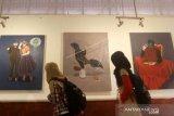 MAHASISWA UNP PADANG GELAR LUKISAN SAMPAH PLASTIK