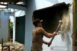 Bangunan ilegal di lahan BBWS Kudus dibongkar