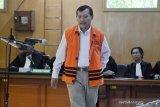 Sidang pemeriksaan terdakwa, Iwa Karniwa bantah terima suap izin Meikarta