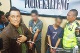 Dua pria ini ditangkap karena 382 gram  sabu-sabu