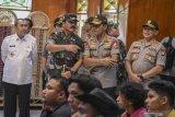 Panglima TNI dan Kapolri sapa penduduk Natuna yang mendukung observasi