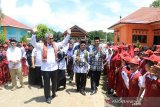 Bupati Lutim  resmikan tujuh RKB SDN 256 Dongi
