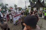 Aliansi Masyarakat Minang gelar aksi di DPRD Sumbar (Video)