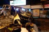 Minibus tabrak pohon, pengemudi tewas terbakar bersama kendaraannya