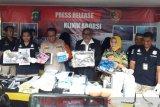 Olah TKP, polisi bongkar septic tank klinik aborsi ilegal di Paseban