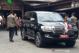 Presiden Jokowi menyantap ikan betutu kukus di Sleman
