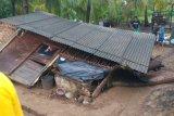 Langkisau robohkan rumah di Desa Cimrutu Cilacap