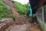 Hujan deras di Agam, terjadi banjir dan longsor pada lima titik