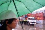 Akibat banjir, pengusaha peti kemas Jakarta rugi ratusan miliar