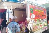 Padang residents scramble for cheap garlic at Pasar Raya Padang