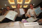 Polisi tangkap pemalsu dokumen jelang Pilkada serentak