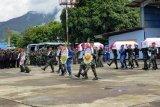 Delapan jenazah prajurit TNI yang gugur dalam kecelakaan heli di Papua dilepas secara militer