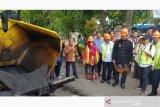 Ruas jalan kampus Udinus Semarang gunakan aspal campuran plastik