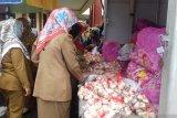 Stabilkan harga, Pemkot Solok gelar operasi pasar bawang putih