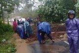 Longsor di Desa Kwaderan tutup akses jalan Magelang-Wonosobo