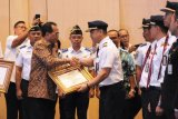 Menhub Berikan Penghargaan Awak Kabin Batik Air