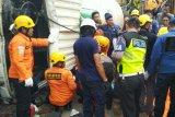 Pengendara motor tewas tertimpa truk pengaduk semen di Semarang