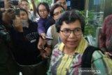 Dituding takut tangkap eks Sekjen MA, Lili KPK:
