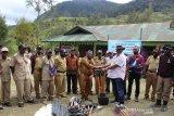 Pemkab Jayawijaya berikan alat pertanian kepada masyarakat distrik Tagineri