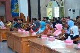 Pemkab Lombok Barat mempertahankan ribuan tenaga honorer