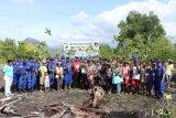 Polairud Polda Papua tanam 1.000 mangrove bersama warga di Kampung Nafri