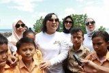 Ketua Bhayangkari Sulutmengajak warga agar peduli lingkungan