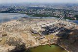 Fate of Jakarta's giant sea embankment as a flood barrier