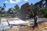 Sejumlah bangunan rumah di Pasaman Barat rusak ditiup angin