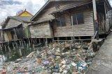 Sampah menumpuk di pemukiman pesisir Tanjungpinang